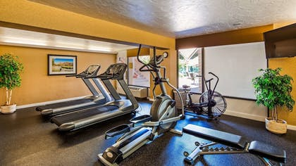 Fitness Facility | Best Western Town & Country Inn