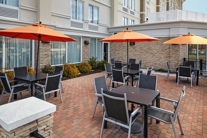 Outdoor Dining | Holiday Inn Express Hampton - Coliseum Central