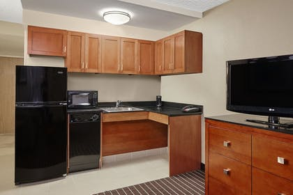 Guestroom | Holiday Inn Express Hampton - Coliseum Central
