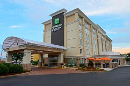 Featured Image | Holiday Inn Express Hampton - Coliseum Central