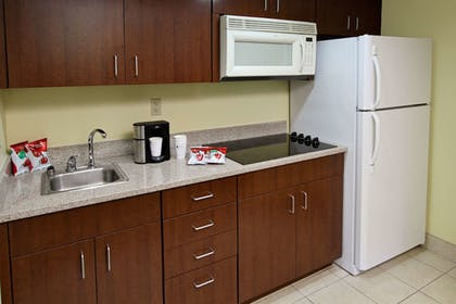 Private Kitchen   Best Western Cocoa Beach Hotel & Suites