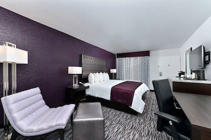 Guestroom View |  | Clarion Inn & Suites Across From Universal Orlando Resort