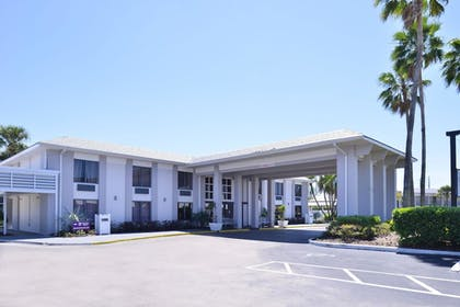 Exterior |  | Clarion Inn & Suites Across From Universal Orlando Resort