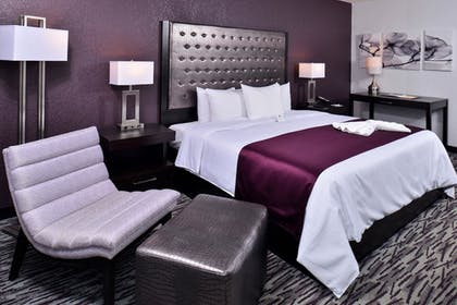 Guestroom |  | Clarion Inn & Suites Across From Universal Orlando Resort