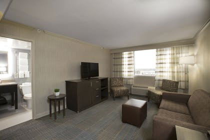 Living Area   Holiday Inn Columbus Downtown Capitol Square