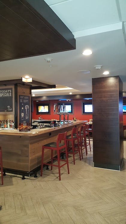 Hotel Lounge   Holiday Inn Columbus Downtown Capitol Square