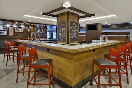 Hotel Bar   Holiday Inn Columbus Downtown Capitol Square