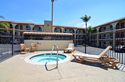 Outdoor Spa Tub | Best Western Mission Bay