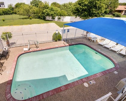 Pool | Econo Lodge Inn & Suites Downtown Northeast