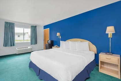 Guestroom | Days Inn by Wyndham Osage Beach Lake of the Ozarks