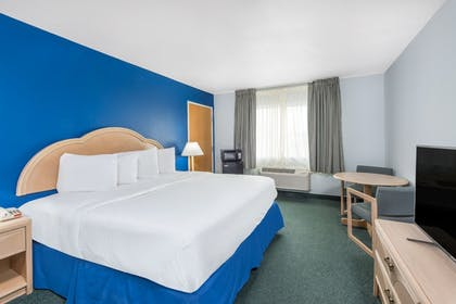 Room | Days Inn by Wyndham Osage Beach Lake of the Ozarks