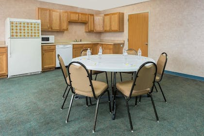 Meeting Facility | Days Inn by Wyndham Osage Beach Lake of the Ozarks