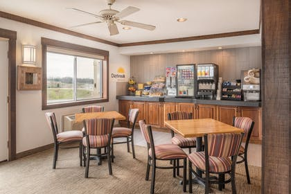 Breakfast Area | Days Inn by Wyndham Osage Beach Lake of the Ozarks