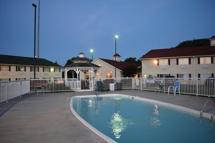 Gazebo | Days Inn by Wyndham Osage Beach Lake of the Ozarks