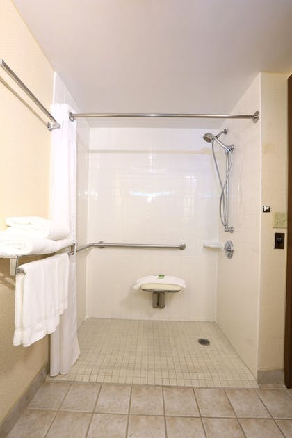 Bathroom | Candlewood Suites Grand Rapids Airport