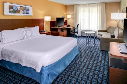 Guestroom | Fairfield Inn & Suites by Marriott Atlanta Alpharetta