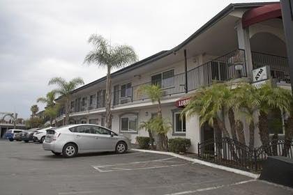 Property Grounds | Harbor Inn & Suites