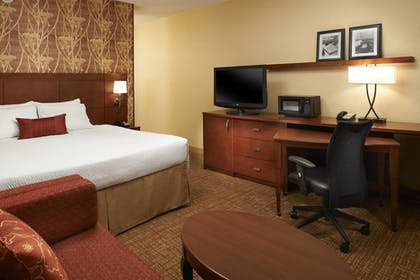 Guestroom | Courtyard by Marriott Indianapolis Castleton