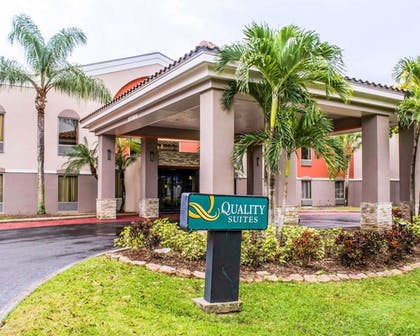 Exterior | Quality Suites Fort Myers - I-75