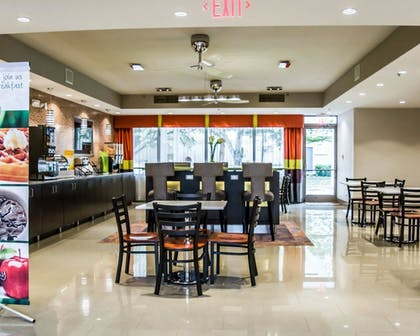 Breakfast Area | Quality Suites Fort Myers - I-75