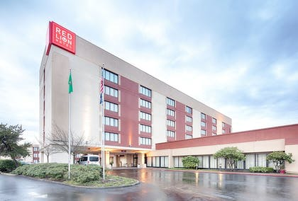 Hotel Front | Red Lion Hotel & Conference Center - Seattle/Renton