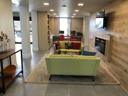 Lobby Sitting Area | Country Inn & Suites by Radisson, New Orleans I-10 East, LA