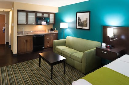 Living Area | Best Western Plus Cedar Bluff Inn