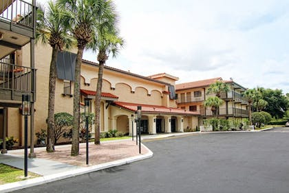 Hotel Front | Quality Inn & Suites By the Parks