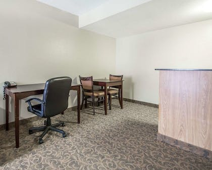 Room | Quality Inn & Suites By the Parks