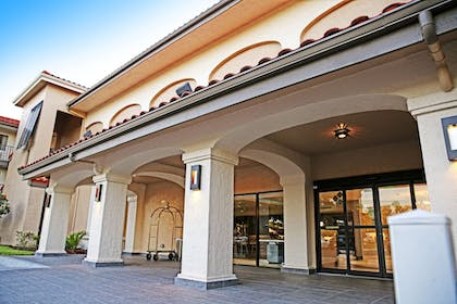 Hotel Entrance | Quality Inn & Suites By the Parks