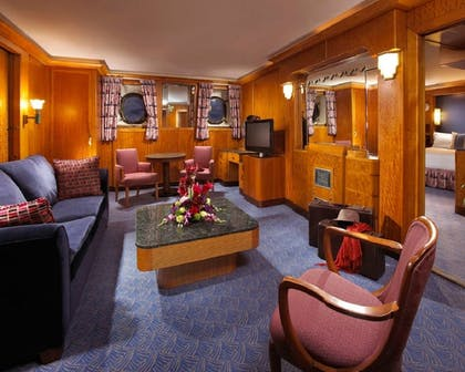 Living Area   The Queen Mary