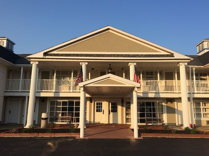 Hotel Front | Baymont by Wyndham St. Ignace Lakefront