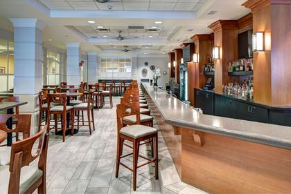 Hotel Bar | DoubleTree by Hilton Hotel Milwaukee Downtown