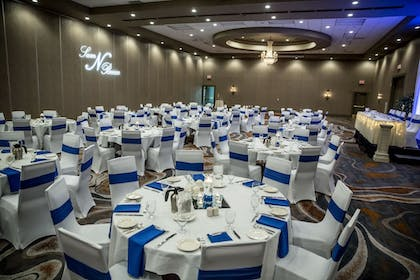 Indoor Wedding | Delta Hotels by Marriott Fargo