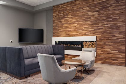Lobby Sitting Area | Delta Hotels by Marriott Fargo