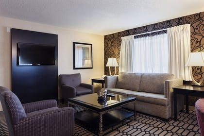Living Area | Delta Hotels by Marriott Fargo