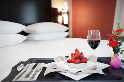 Room Service - Dining | Delta Hotels by Marriott Fargo