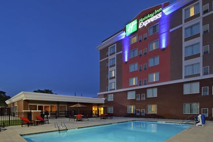 Pool | Holiday Inn Express Augusta Downtown