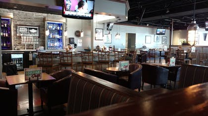 Hotel Bar | Four Points by Sheraton Kansas City Airport