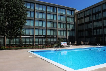 Outdoor Pool | Four Points by Sheraton Kansas City Airport