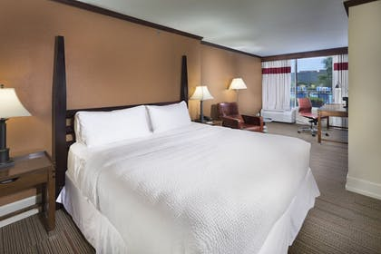 Guestroom | Four Points by Sheraton Kansas City Airport