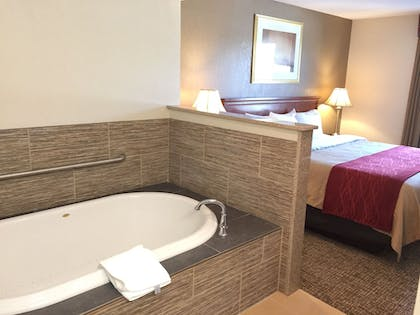 Deep Soaking Bathtub | Comfort Inn Foxboro – Mansfield