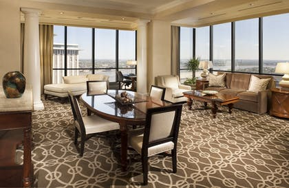Parlor Suite Two Bedrooms At Hilton New Orleans Riverside Suiteness More Bedrooms At The