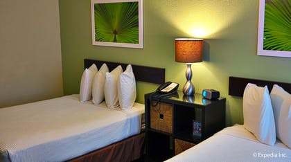 Guestroom | The Colony Hotel
