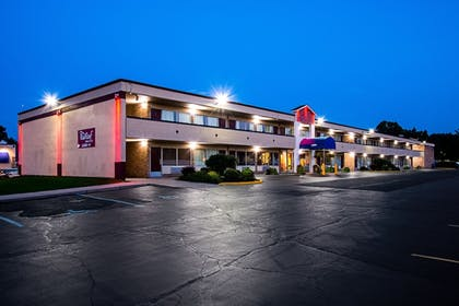 Featured Image | Red Roof Inn & Suites Battle Creek