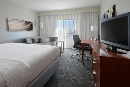 Guestroom | Courtyard by Marriott Dallas Central Expressway