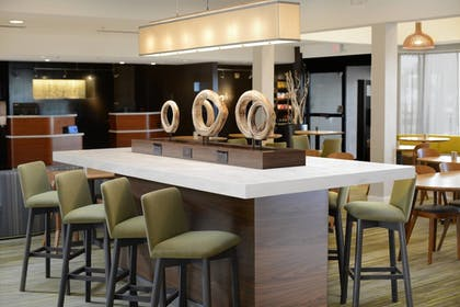 Lobby Lounge | Courtyard by Marriott Dallas Central Expressway