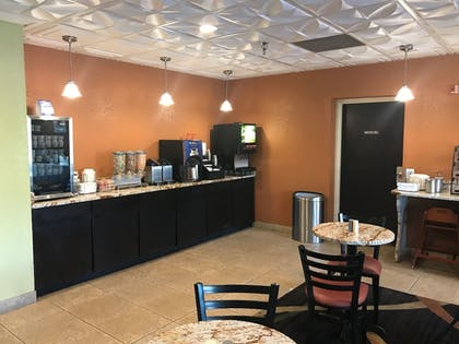Breakfast Area | Best Western Knoxville Suites - Downtown