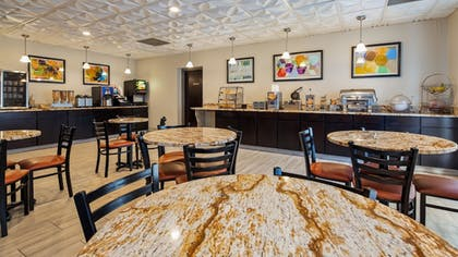 Restaurant | Best Western Knoxville Suites - Downtown