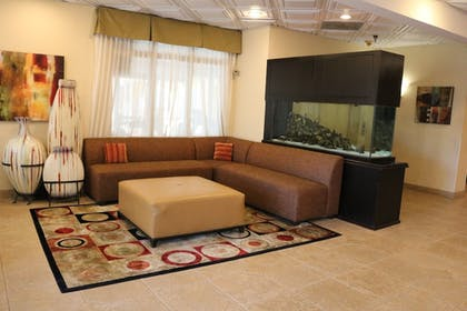 Living Area | Best Western Knoxville Suites - Downtown